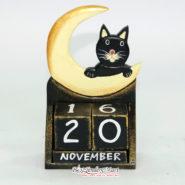 Lịch Gỗ Hình Chú Mèo Đen