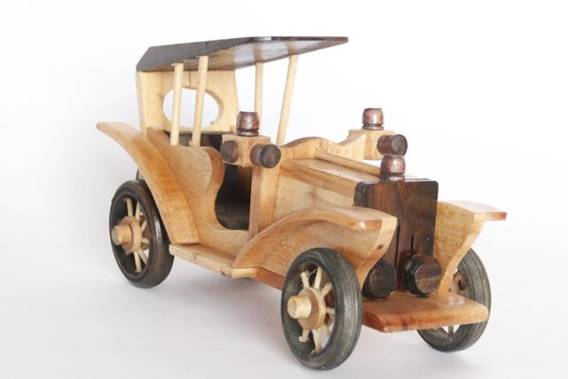 xe antique trang trí bằng gỗ 01